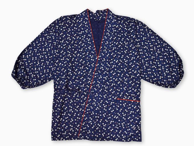 女性総柄作務衣 絣桜(かすりざくら)紺上着1
