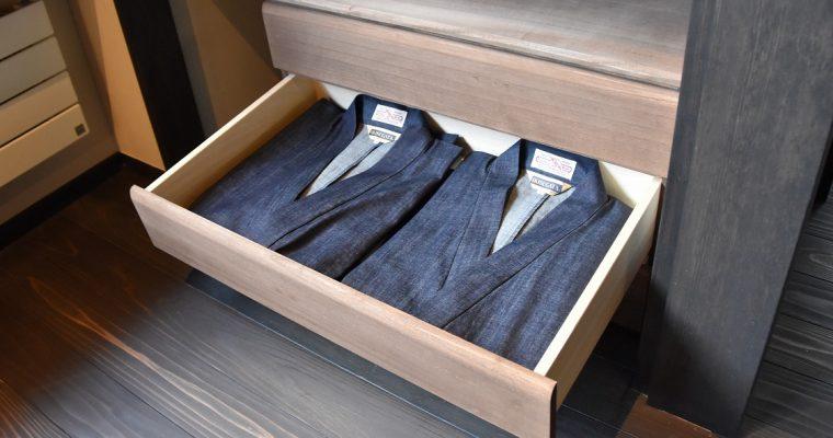 館内着、「浴衣から作務衣」へ。