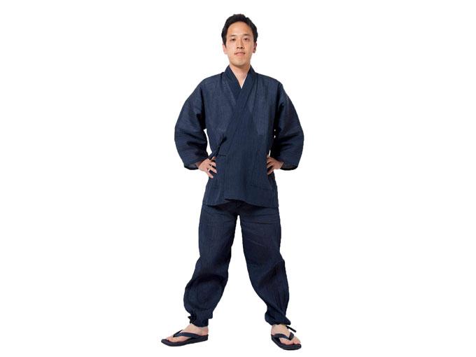 小千谷ちぢみ本麻作務衣  人物着用写真 ※モデルは身長173cm 体重65kg Mサイズ着用