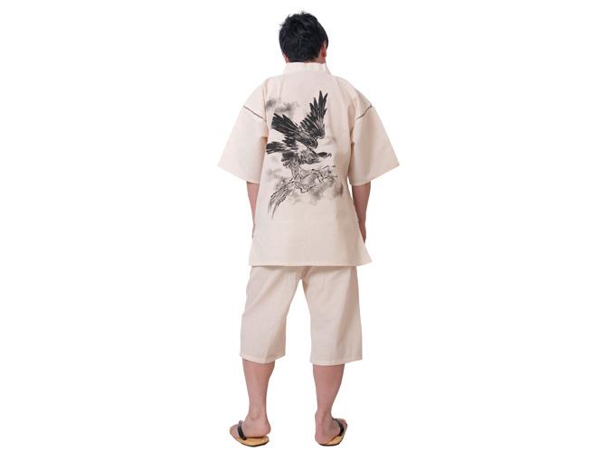 モデルは身長173cm 体重68kgでLサイズの甚平を着用しています。