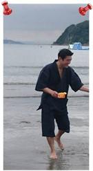 綿麻楊柳甚平 L  身長:170cm  体重:70kg 海で着ましたが、風通しがよく着心地が凄く良いです。サイズはLサイズでちょうどよかったです。ゆったり着たかったので最高です。とても気に入りましたので、他の甚平も来夏に購入を検討致します!