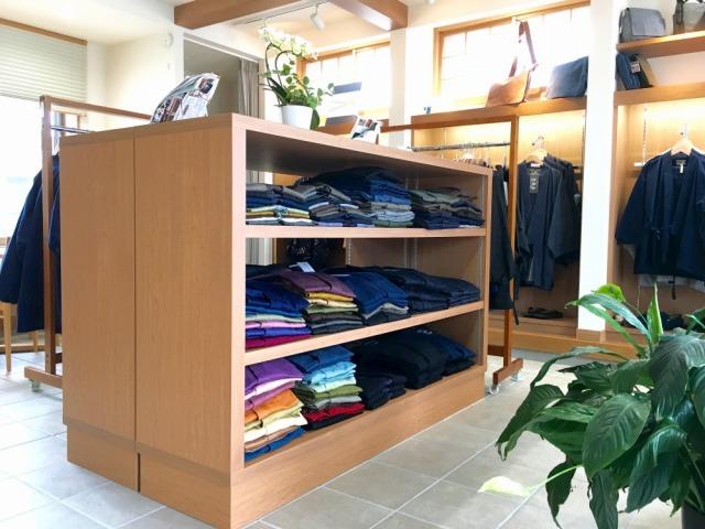 日本製の作務衣を日本各地の伝統的な生地でつくっています
