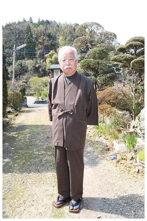 経てスラブ作務衣 (たてすらぶさむえ) 茶 【IKISUGATA】と同色羽織 着こなし
