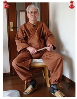 武州柿渋染作務衣 Lサイズ 購入してから2回ほど洗ってから着用してみました、ちょっとだけごわごわした感じがいいですね。