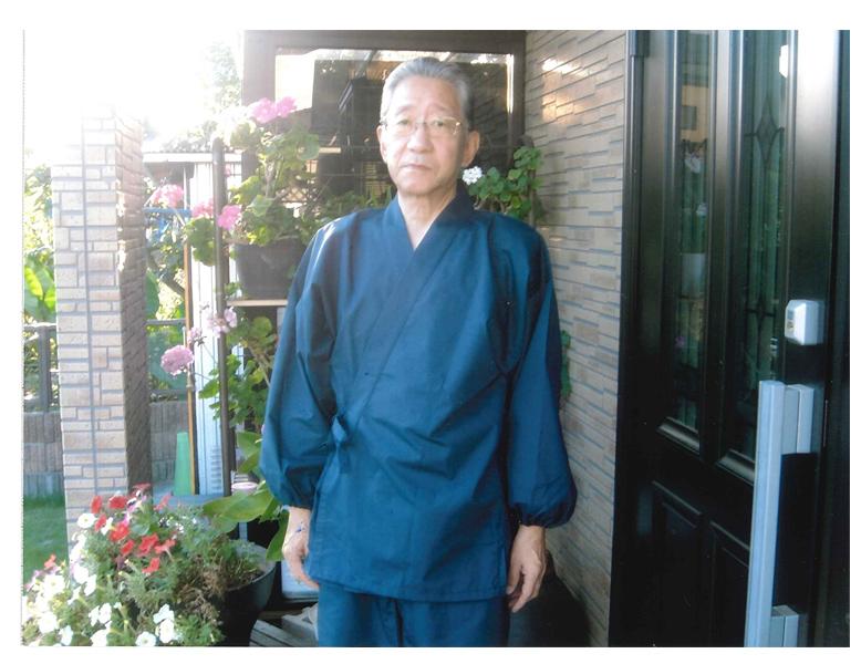 たてスラブ作務衣 濃紺 8月に作務衣を購入し、その着用写真をプリントしましたので同封いたしました。