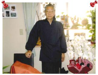 【日本製】 魚子織(ななこおり)作務衣 <裾・袖ゴム式> No.2 黒  【IKISUGATA】/M 8月に作務衣を購入し、その着用写真をプリントしましたので同封いたしました。