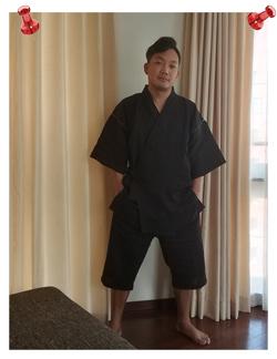 本麻楊柳甚平 黒 Lサイズ 身長 163㎝ 体重 66㎏ すごく柔らかく、肌触りがよくて着心地いいです。サイズは悩みましたが、ゆったりと着たいのでLサイズにしました。ちょうどいい感じです。気に入りました。親、兄弟にも薦めたいと思います。