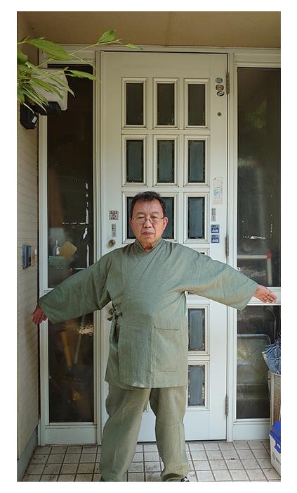 綿麻しじら作務衣・No.226 グリーン・L/身長:163cm 体重:74Kg/父の日セットで子供にプレゼントされました。冬用を誕生日にプレゼントされ気に入ってました。今回の父の日は今の季節にぴったりで、早速着て、仕事をしています。軽くて動きやすいです。別カラーも欲しくなりました。長生きしてまた買ってもらおうと思います。!!