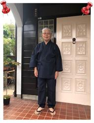 綿麻楊柳作務衣 濃紺・M/身長:173cm 体重:85kg/父の日のギフトで長男夫婦からいただきました。涼しくて、軽くて、着心地が最高です!上着は丈が長めです。ズボンもやや長いですが、縛れるので足袋を履くとカッコ良い感じです。