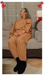 女性総柄作務衣 No.27番 絣桜柄 (ピンク)・M/身長:150cm/部屋着が古くなっていた時に娘が作務衣を探していたので、それに便乗して女性用を購入しました。暑がりの私は袖が長いことを心配してましたが、着てビックリ。通気性が良く、とても着心地がいいのです。加えて、袖口がゴムなので水仕事にぴったり。親子で、作務衣生活を楽しめそうです。