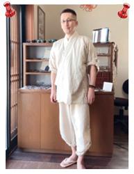 麻綿ロールアップ作務衣 No.1 生成・M/身長:170cm・体重:63㎏/仕事に使ってます。夏着られる作務衣は有り難い。甚平だと接客にはちょっと向かないですからね。