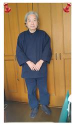 太刺子作務衣 No.1 濃紺・L/身長:162cm・体重:62Kg/サイズについて、普段着用している数種を和粋庵の規格と比較し、最終的には電話にて確認しました。新品で若干ゆとりがあります。1年後の着用感が楽しみです。着心地が大変よく、暖かで大変満足しています。あわせて太刺子頭陀袋、刺子織の半纏、マフラーも購入しました。どれも最高の粋です。今後、夏ものも欲しいです。