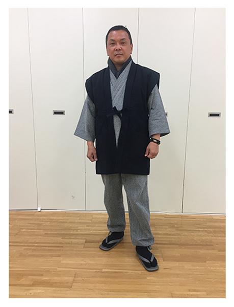 手紡ぎ風・遠州織袖無し綿入袢天 No.4 黒・フリーサイズ/身長:165cm・体重:67Kg/どの作務衣にもよく合い、着心地も良く暖かく冬場にとてもよいです。