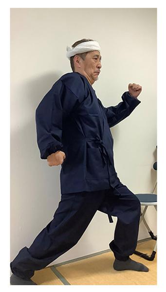 ななこ織作務衣 No.1 濃紺・L/身長:169cm・体重:68Kg/まだ試着のみですが、少し大きく感じます。洗濯をすればちょうどよくなりそうです。