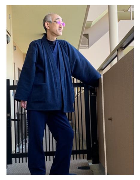 太刺子ジャケット No.1 濃紺・LL/身長:177cm・体重:63Kg(やせ型)/初めて購入させていただきました。初めての注文でサイズに不安がありましたが、「悩んだら大き目サイズをお選びください」 とあったので L sizeと迷いましたが LL sizeを選択。初めて着用した時少し大きいかなと思いましたが、体にフィットしてすぐ馴染みました。素材、カラー、デザイン、いずれもたいへん満足しており品質の良さを感じます。長く愛用したい逸品だと思います。作務衣や袢天、頭陀袋もほしくなりました。