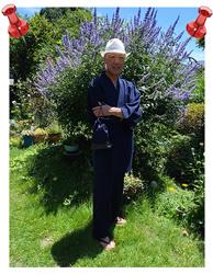 綿麻しじら作務衣 No.207 濃紺・LL/作務衣は以前から欲しかったのですが、気に入ったものが無く、2年越しで娘が父の日にプレゼントしてくれました。着心地も清涼感があり涼しく、肌触りも抜群です。ゆったり着たかったので大きめのサイズを選びました。仕立ても丁寧な作りでとても満足です。着るときは、いつも白い帽子とセットです。本当に購入して良かったです。ありがとうございました。