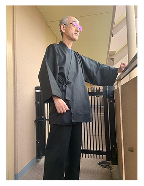 綾織作務衣 No.6 黒・L/身長:177cm・体重:63Kg/身長177cmやせ型で着心地もゆったり着れて大変満足しています。色も紺色の作務衣を持っているので他色が欲しくて今回、黒色を選択しました。シックな黒で生地も良く高級感があります。以前購入させて頂いた太刺子ジャケット、柿渋の頭陀袋と合わせてこれからの季節、外出を楽しみたいと思います。